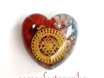 ♡物質面・精神面でも豊かな富をもたらすシュリヤントラ ケオン 高波動 金運 ハート型オルゴナイトの画像