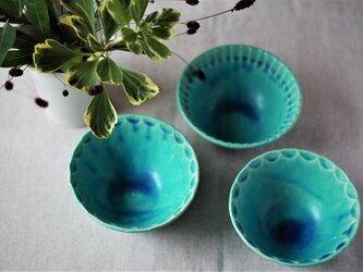 しのぎ削り半円 トルコブルーの小鉢の画像