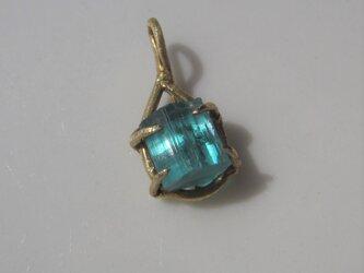 ネオンブルートルマリン原石のネックレスの画像