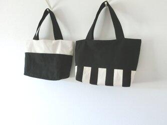(黒)しましま&帆布リバーシブルトート Mサイズ ポケット付きの画像