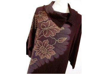 更紗模様の二重ガーゼ地・オフタートル七分袖コットンチュニック(S字絞り染・赤紫色濃淡)の画像