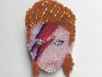 D.B ビーズ刺繡ブローチの画像