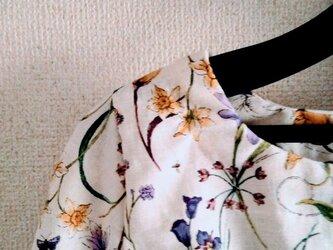 花のブラウス100の画像