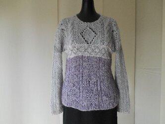 パープルのガーンジー模様セーターの画像