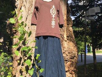 【Sold out】茶色 アイヌアレンジ柄 七分袖 カットソー レディース Mサイズの画像