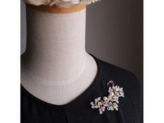 パールとビーズの野花のブローチ ゴールドの画像