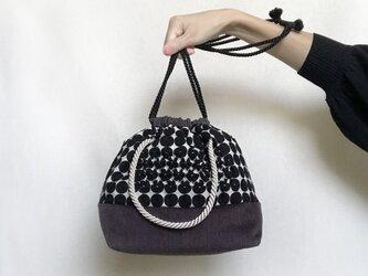 スモッキング刺繍2way巾着バッグ(ブラック×パープル)の画像