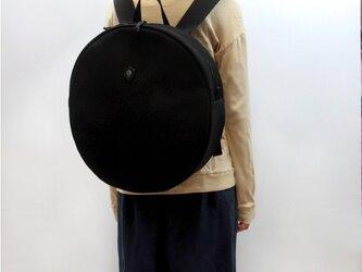円形リュック ブラックの画像
