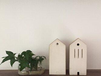 小さな家(縦窓)の画像