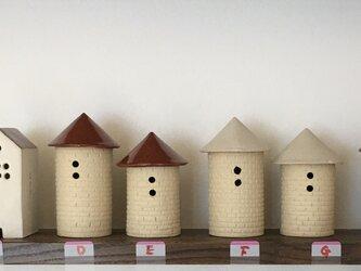 小さな家とサイロたち。(E販売済み)の画像