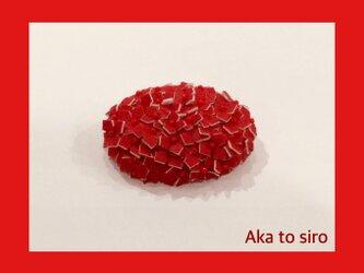 赤色小花のブローチの画像