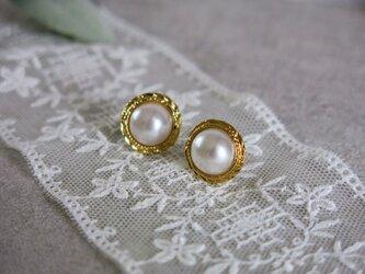 1点のみ☆13mm 真珠のような美しさ アンティークボタンピアス パールピアス ヴィンテージボタンピアス ゴールド枠の画像