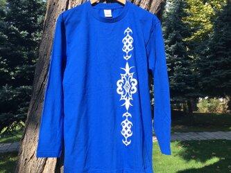 アイヌデザイン メンズ 長袖 コットンTシャツ ブルー ライトイエロープリント Lサイズの画像