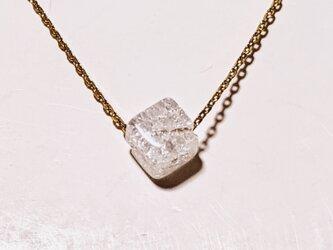 幸運を呼ぶクラッシュ水晶キューブ型ネックレスの画像