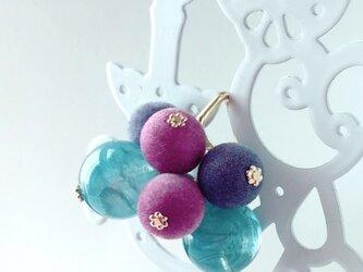フェルト玉の葡萄ヘアカフ/髪飾りの画像