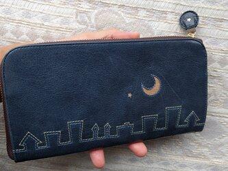 刺繍革財布「街yokonarabi」ツヤ紺×淡色3色(ヤギ革)L字ファスナー型 の画像