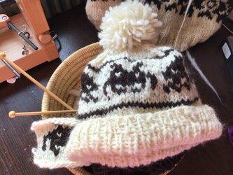 手紡ぎ手編みの帽子 インベーダーの画像