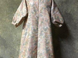 紅葉柄大島紬のワンピースの画像