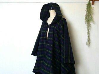 軽い着心地の タータンチェック ポンチョ ~ 羽織る ジャケット コートの画像