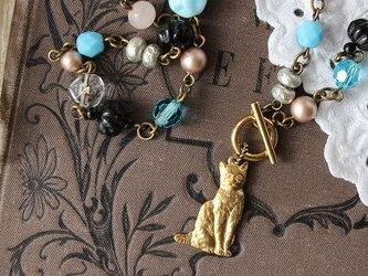 ドラジェ&ジェット 真鍮ネコちゃんのロングネックレス ヴィンテージビーズの画像