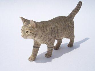 木彫り キジトラ猫の画像