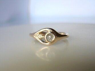 ナチュラルダイヤと小さいリーフのK10の指輪の画像