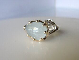 ホワイトブルーアクアマリンのミルククラウンの指輪の画像