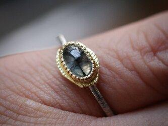 トラピッチェ・エメラルド 22KYG, 18KWGのリング(ピンキーサイズ)の画像