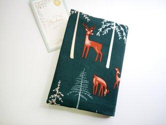 (usaコットン)針葉樹の森に佇む鹿さん ブックカバー(文庫本用)の画像