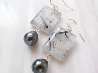 K14GF black rutiled quartz & tahitian pearl pierceの画像