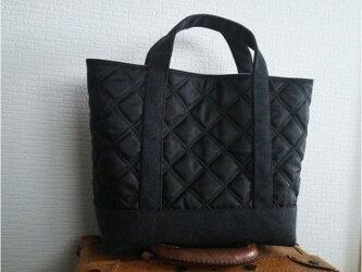 ブラックナイロンキルトx帆布のトートバッグmの画像