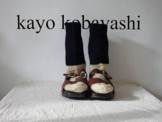 手編みの靴下 ホワイト ネイビーの画像