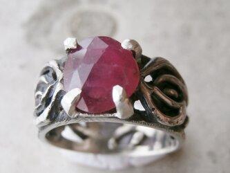 ルビーと薔薇の指輪の画像
