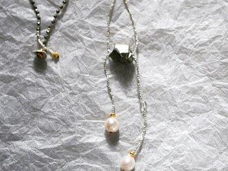 パイライト×あこや真珠・ロングネックレス n1368の画像