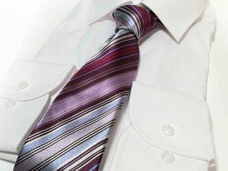 どんな色のスーツもおしゃれにまとめる マルチカラーのシルクネクタイの画像