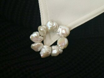 バロック真珠のサークルブローチの画像