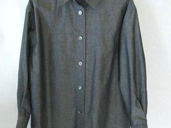 グレーのシャツ・木綿にポリエステルの混の画像
