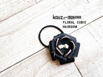 ▲FLORAL シックにカッコイイ黒のお花「フローラルキュービック ヘアゴム」入学式にもOK(FCH-KKK)の画像