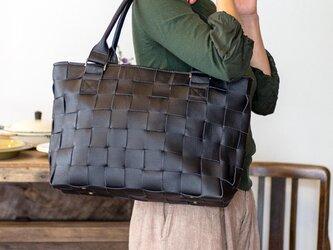 ソファ用牛革使用 / 編み革 ・ メッシュレザー / トートバッグ / 黒の画像