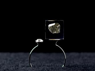 パイライトとスワロフスキーのフォークリング(鉱物, レジン, 送料無料)の画像