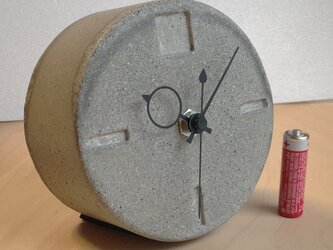 丸型置き時計 コンクリート製の画像