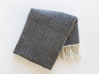 手織りカシミヤラムウールショール(ダークネイビーヘリンボーン/Navy blue herringbone)の画像