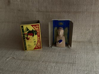 青い鳥を抱えた人/マッチ箱の中の天使の画像