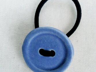 ボタンヘアゴム(青)の画像
