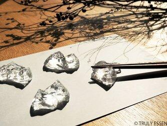 5個セット ● 無色透明ガラスの箸置き -「 KAKERAのヒカリ 」の画像