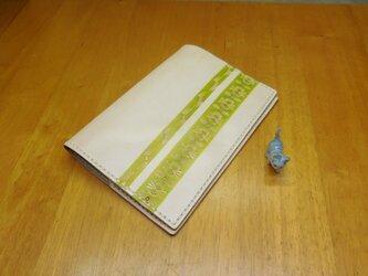 赤ちゃんと成長する母子手帳カバーの画像