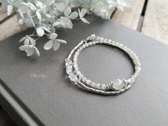 ホワイトムーンストーン&水晶&カレンシルバーの2連ブレスレットの画像