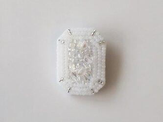 白い宝石 Large ブローチの画像