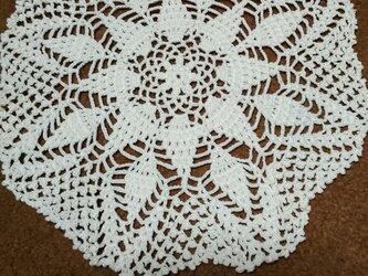 手編みレースドイリー直径約18㎝の画像