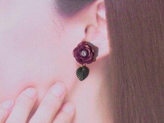 2Weyピアス 秋色 大人パープルの薔薇&葉っぱ揺れる イヤリング[送料無料]㊵の画像